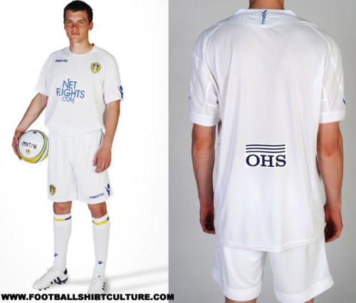 leeds united 10 11 macron home kit Leeds United Home Football Kit for 2010 11 Season: Photo