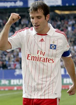 Hamburg Captain van der Vaart transfers to Real Madrid