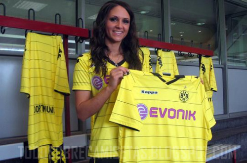 borussia dortmund new strip Borussia Dortmund Home Shirt for 2010 11 Season: Photo