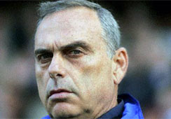 Chelsea Fires Avram Grant After 8 Months as Manager