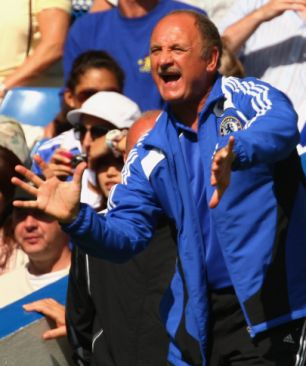 article 0 0251302300000578 831 306x366 Chelsea Unusually Stylish on Scolari's Debut