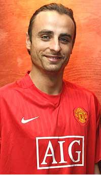 berbatov wearing man united shirt Dimitar Berbatov Wearing Man United Shirt