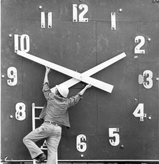 clock-changes-time.jpg