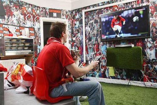 carling cup in home 2 Man United Fan Creates Wembley Experience In His Home