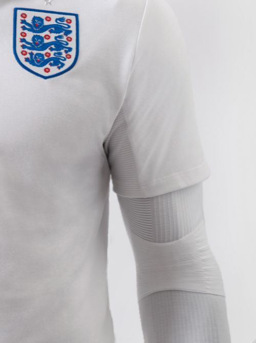 england home shirt closeup Pictures Of England Home Shirt Revealed