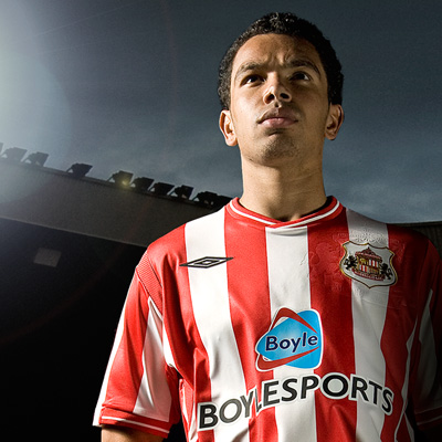 sunderland new home shirt Sunderland Unveils New Home Shirt For 09/10 Season
