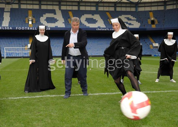 guus hiddink sister act chelsea Chelsea Fans Nun Too Pleased About Hiddink Leaving Blues