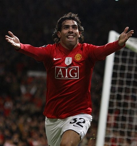 Manchester United Must Sign Carlos Tevez