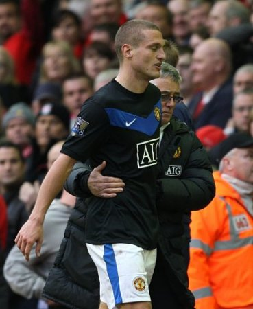 Vidic, unable to cope with Liverpool,....again.