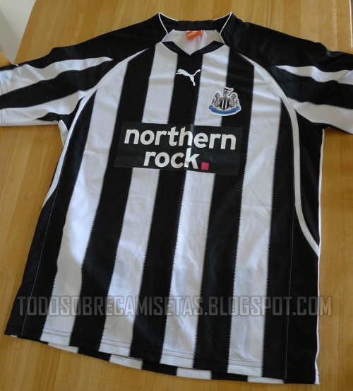 newcastle home shirt Newcastle United Home Shirt for 2010 11 Season: Photo
