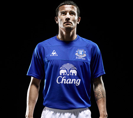 new everton home shirt Everton Launches New Home Football Kit for 2010 11 Season
