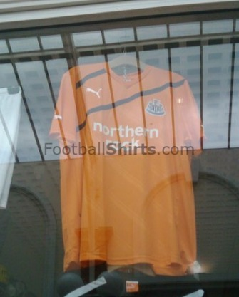 newcastle away shirt1 Newcastle United Away Shirt for 2011 12 Season: Leaked Photo