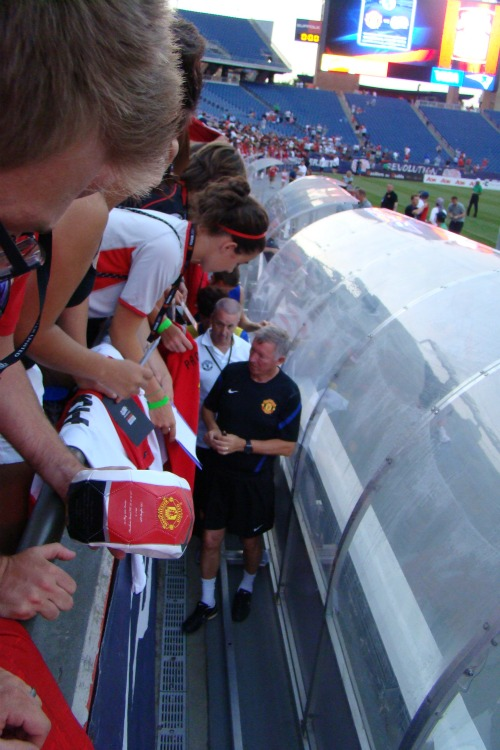 alex ferguson signing autographs1 Manchester United Kick Off US Summer Tour With 4 1 Win Against Revs