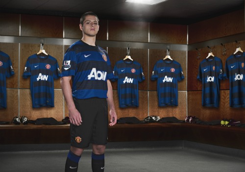 man united away shirt hernandez1 Manchester United Away Shirt for 2011 12 Season: Official Photos Unveiled