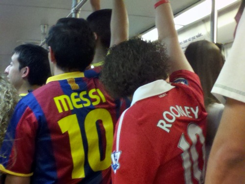 man united barcelona fans metro1 Manchester United 2011 US Tour: In Pictures