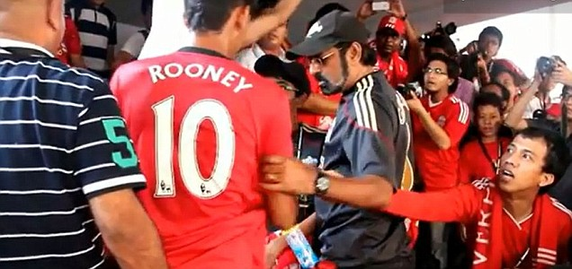 Man Utd Fan Wears Rooney Shirt to Liverpool Practice, Escapes Alive