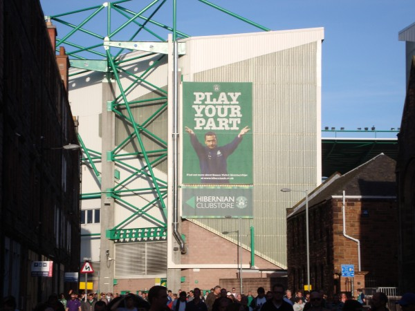 hibs 600x450 An American Tale: Experiencing the Scottish Premier League In Person