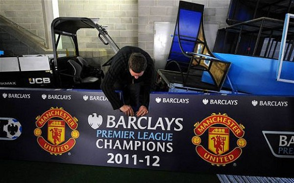 man united premier league champions1 600x375 Champions Ceremony Was Being Prepared for Man United Before City Match Ended [PHOTO]