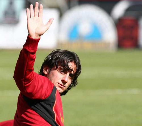 Alberto Aquilani Liverpool Accept Offer from Fiorentina For Aquilani; Plus More EPL News and Links