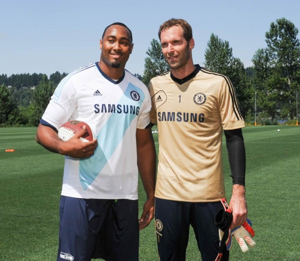 K.J. Wright and Petr Cech 600x522 Chelsea to Hold Open Practice In Seattle Tonight; Plus Other EPL News Headlines