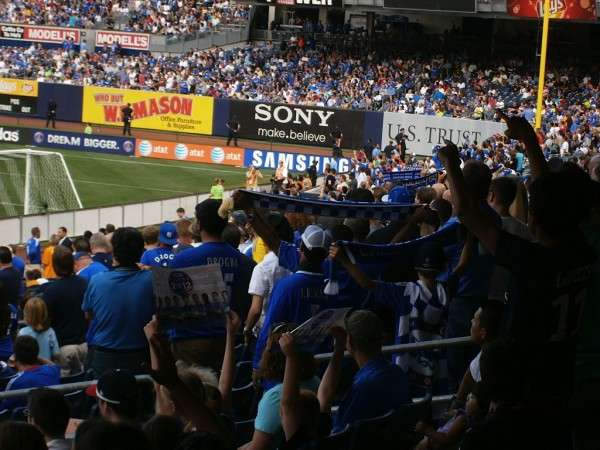 chelsea crowd inside 600x450 Chelsea vs Paris Saint Germain From Yankee Stadium, In Pictures [PHOTO]