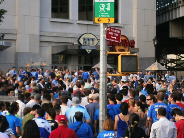 chelsea fans outside 600x450 Chelsea vs Paris Saint Germain From Yankee Stadium, In Pictures [PHOTO]