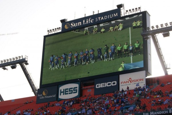 team linedup jumbotron 600x401 Chelsea vs AC Milan Friendly In Miami, In Pictures [PHOTO]
