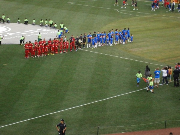 teams line up 600x450 Chelsea vs Paris Saint Germain From Yankee Stadium, In Pictures [PHOTO]