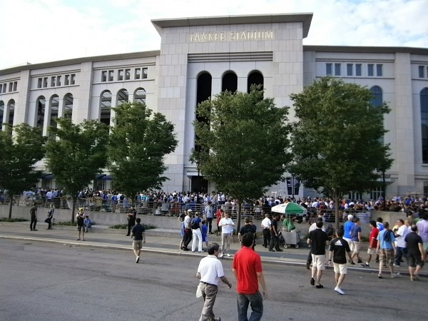 yankee stadium outside 600x450 Chelsea vs Paris Saint Germain From Yankee Stadium, In Pictures [PHOTO]