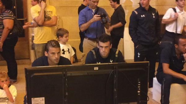 bale1 600x337 Tottenham Players Score With FIFA 13 at Grand Central Station in New York