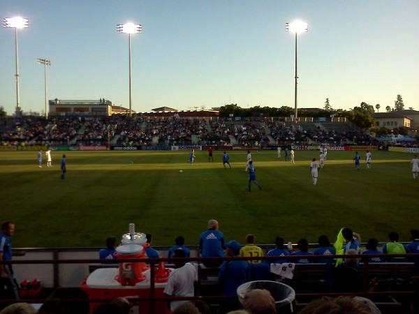 packed stadium 600x450 San Jose Earthquakes 2 2 Swansea City: In Pictures [PHOTO]