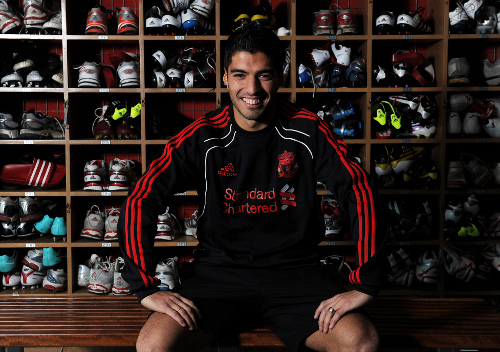 luis suarez Luis Suarez Signs New Long Term Contract With Liverpool Through 2018
