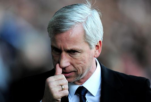 alan pardew WATCH Newcastle United Manager Alan Pardew Cussing Out Manuel Pellegrini [VIDEO]