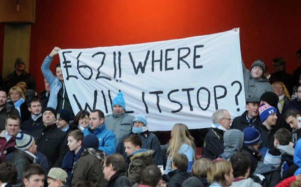banner against arsenal ticket hike 600x374 Linesman Who Urged Lescott to Applaud £62 City Fans Axed from FA Cup Duty: The Nightly EPL