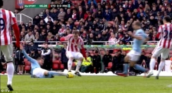 glenn whelan tackle 600x326 Stokes Glenn Whelan to Escape Punishment After Reckless Tackle in FA Cup Against Manchester City: The Nightly EPL