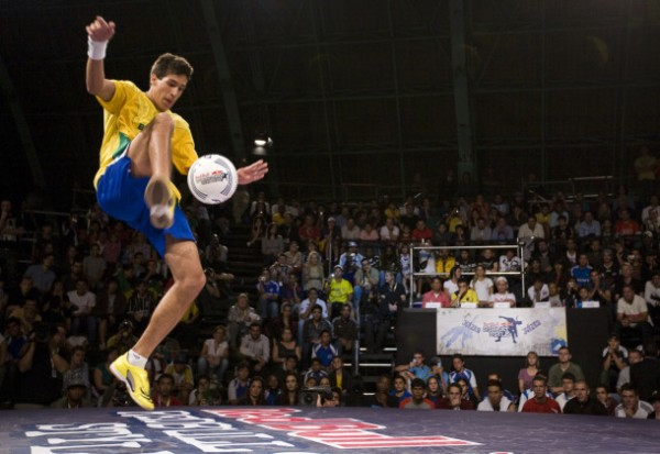 Murilo Pitol 600x413 Brazilian Freestyle Footballer On His Way to Becoming YouTube Sensation With Dazzling Skills [VIDEO]