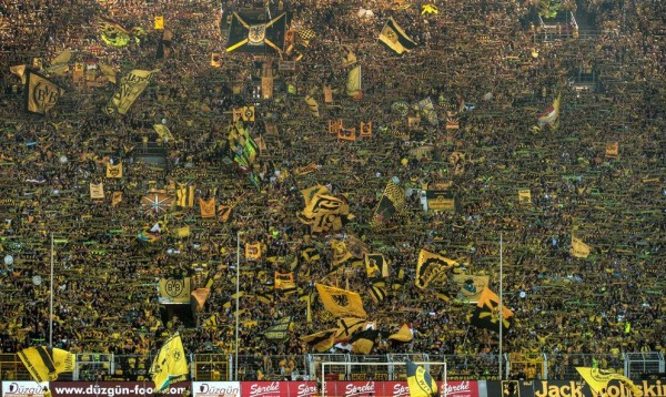 borussia dortmund wall 600x358 Borussia Dortmund 6 2 Hamburg: Match Highlights [VIDEO]