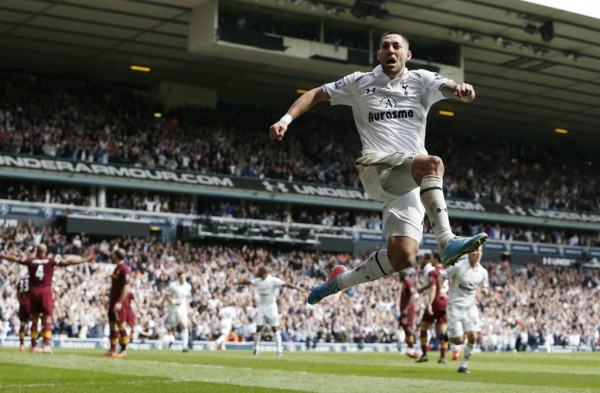 clint dempsey 600x393 Clint Dempsey Transfer Listed By Tottenham, Says Report