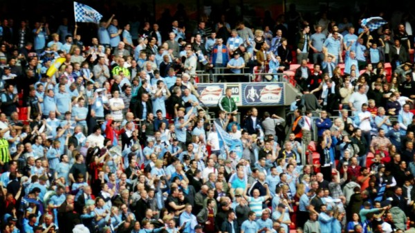man city supporters 600x337 Manchester City vs Chelsea, FA Cup Semi Final Match Highlights [VIDEO]