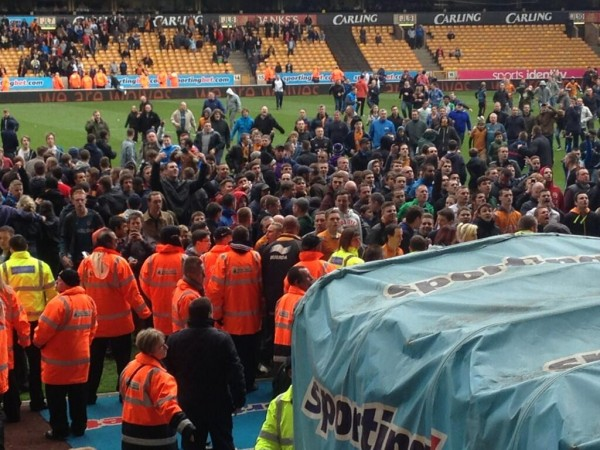 wolves fans 600x450 Angry Wolves Fans Invade Pitch After Burnley Defeat [VIDEO]