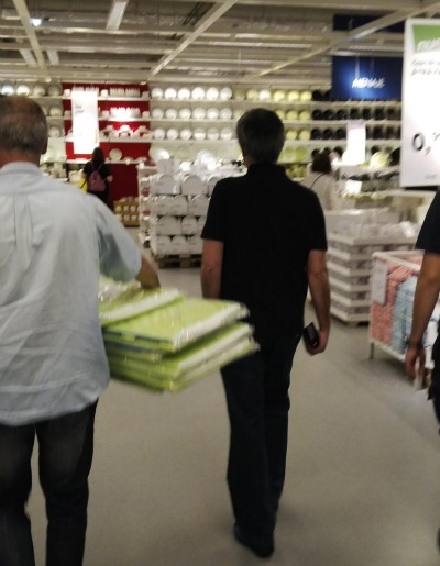 jose mourinho ikea1 Jose Mourinho Caught Buying £200 Worth Of Boxes From Ikea; Chelsea Bound?: The Daily EPL