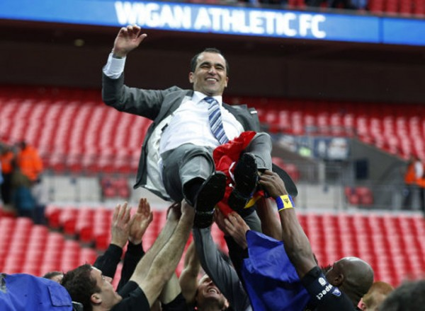 roberto martinez 600x440 Wigan Players Celebrate FA Cup Final Victory; Plus Behind The Scenes Player Tunnel Footage [VIDEO]