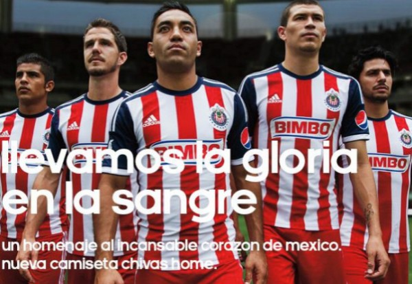 chivas mexico home shirt group 600x413 Chivas del Guadalajara Home Shirt for 2013 14 Season [PHOTOS]