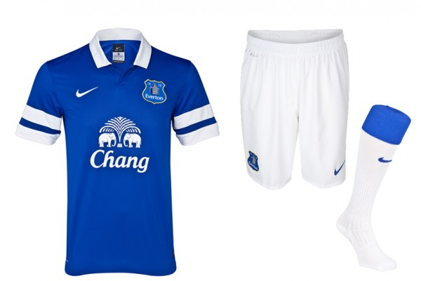 everton home kit 600x401 Everton Home Shirt for 2013 14 Season Launched: Official [PHOTOS]