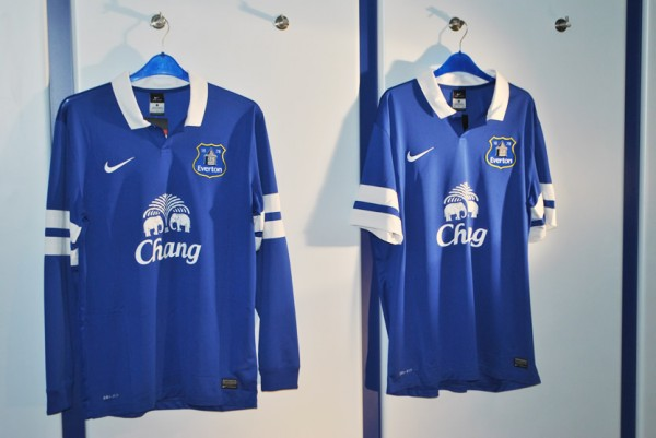 everton home shirt front 600x401 Everton Home Shirt for 2013 14 Season Launched: Official [PHOTOS]