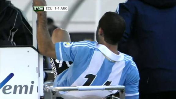 javier mascherano Javier Mascherano Kicks Medic And Gets Sent Off in Argentina Ecuador Match [VIDEO]