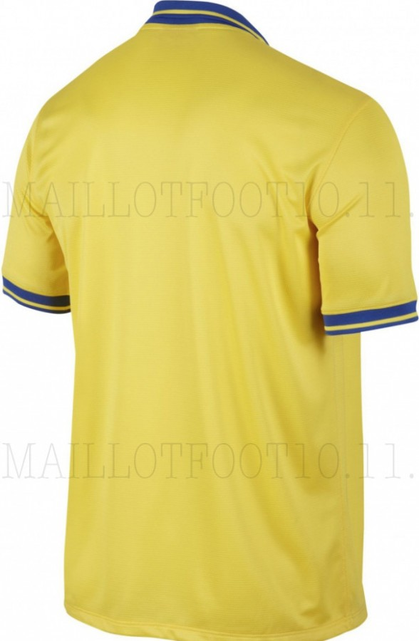 arsenal away shirt back 588x900 Arsenal Away Shirt For 2013 14 Season: Brand New Set of Leaked Photos