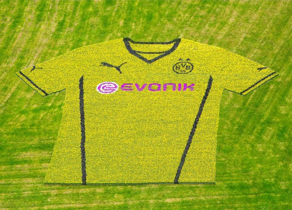 dortmund shirt westfalon park closeup 600x433 Borussia Dortmund Unveil Giant Sized New Kit at Westfalen Park [PHOTOS]