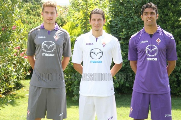 fiorentina home away third shirts 600x397 Fiorentina Home, Away and Third Shirts for 2013 14 Season [PHOTOS]