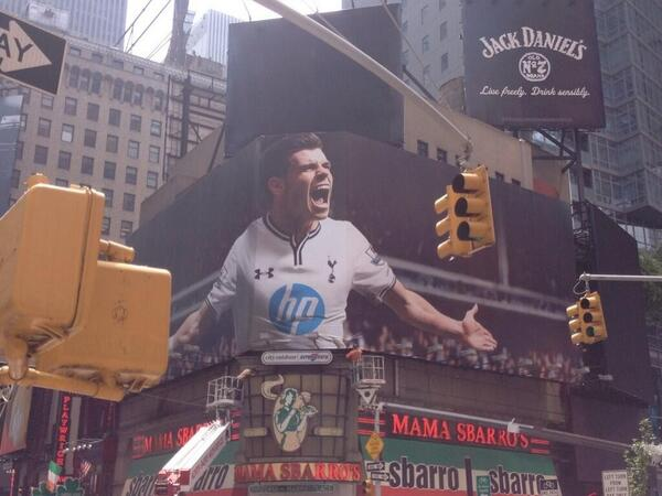 gareth bale times square Giant Billboard of Gareth Bale Takes Over New York Times Square [PHOTO]